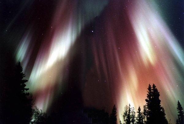 Magnifiques aurores boréales suite à l'éruption solaire de Dimanche